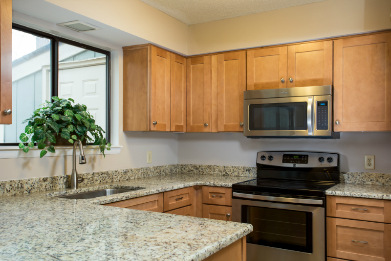 townhome-kitchen-cabintes-in-raleigh-nc
